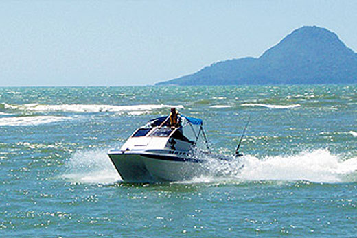 boating safely in the water Our bilingual team of safe boating experts can answer any questions you have about getting your boating license, canada's boating laws or they can even just hook you up with some great tips and advice to help you enjoy your time on the water.