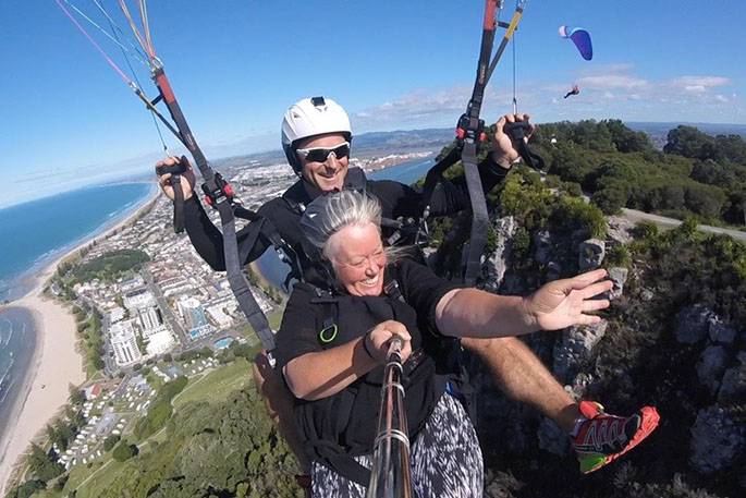 SunLive - Paragliding off Mauao - The Bay's News First